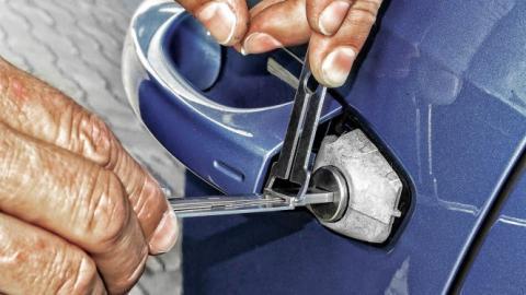 Seis trucos para abrir tu coche sin llave