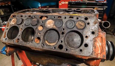 Vídeo: así se restaura el motor Flathead V8 de Ford