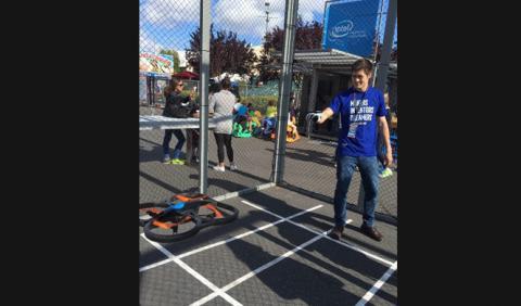 El guante hackeado de Nintendo que permite manejar drones