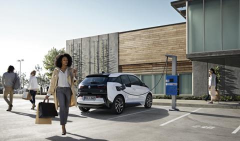 BMW 'se mete' en casa con las baterías del i3