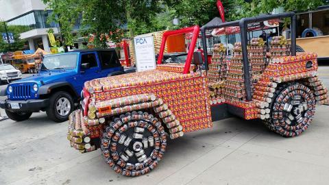 Jeep Wrangler latas comida