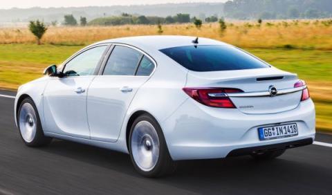 Cazado el futuro Opel Insignia, ¡como un Renault!