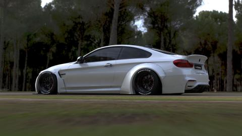 BMW M4 by Liberty Walk tres cuartos traseros