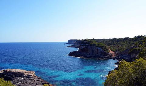 Los destinos de playa españoles más baratos y más caros