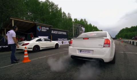 Drag Race: Mercedes CLS 63 AMG vs Chrysler 300C
