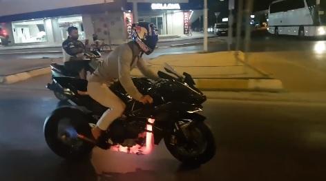 Vídeo: Cómo poner una Kawasaki H2R ¡al rojo vivo!