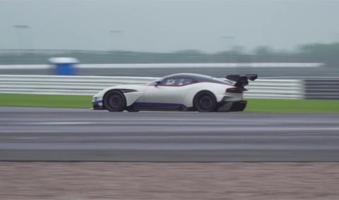 Vídeo: el Aston Martin Vulcan al límite en Silverstone