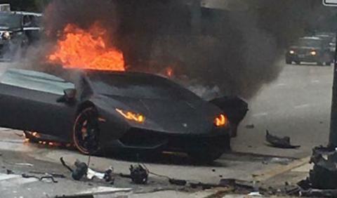 Salva su vida por los pelos tras estrellar su Lamborghini