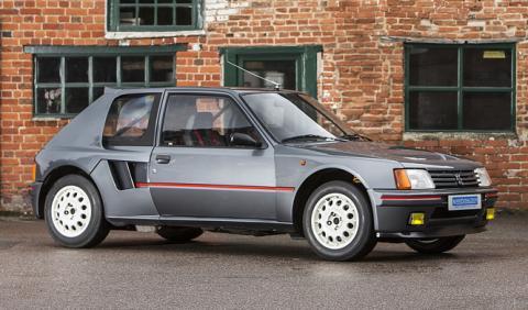 Sale a la venta un monstruoso Peugeot 205 T16