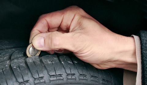 ¿Sabes cuál es la profundidad de tus neumáticos?