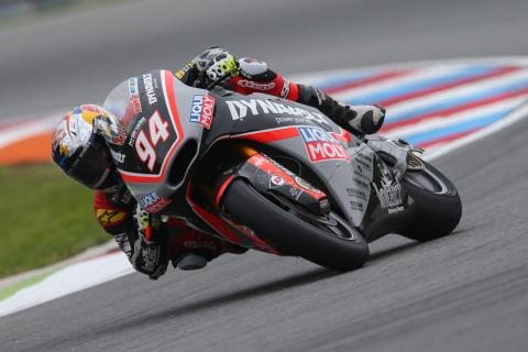 Carrera Moto2 Brno 2016: Folger triunfa bajo el aguacero