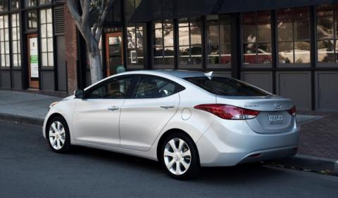 Llamada a revisión del Hyundai Elantra 2013