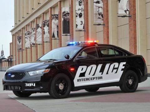 40.000 coches de polícia llamados a revisión