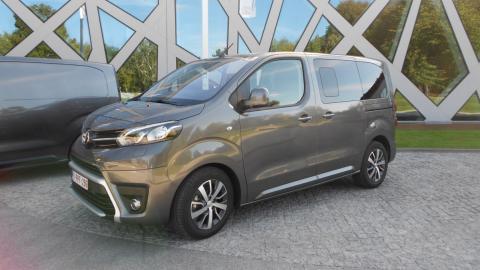 coche para familias numerosas toyota Toyota no abandona el diésel, estos modelos seguirán usándolo 570249 coche familias numerosas