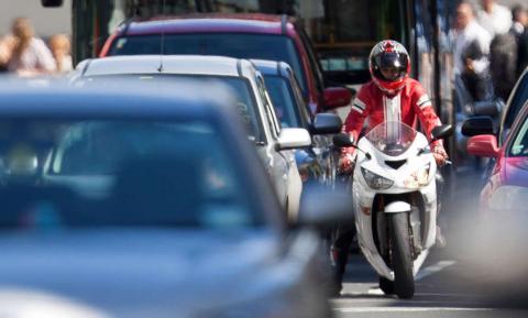 Las 5 grandes ventajas de la moto frente al coche
