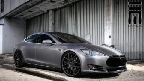 Demandan a Tesla porque el Model S no es tan rápido