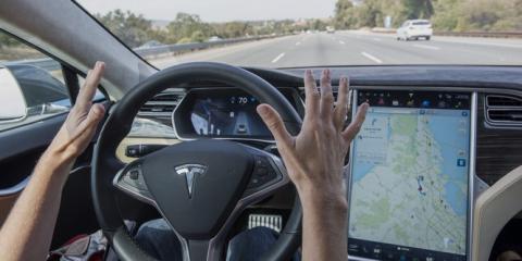 Así te obliga el Autopilot de Tesla a que prestes atención