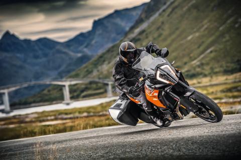 KTM-1290-Super-Adventure-2017-1