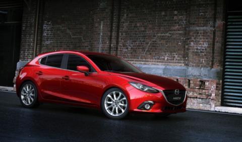 Llamada a revisión de Mazda por fugas de combustible
