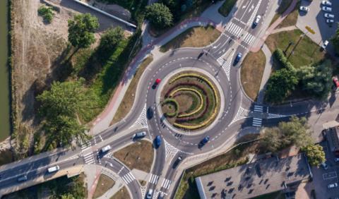Cómo conducir en una rotonda, ¡evita peligros!