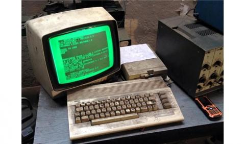Este taller usa un Commodore de 1982 para equilibrar ejes