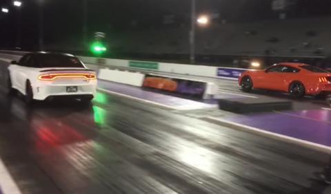 Drag race: Charger de 850 CV contra Mustang de 800 CV