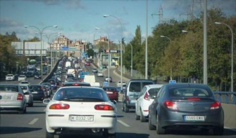 Madrid prohíbe aparcar y limita la velocidad en la M-30