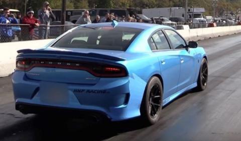 'Drag Race' con un Dodge Charger Hellcat de 1.000 CV