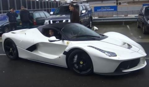 Vídeo: Gordon Ramsay conduce su Ferrari LaFerrari Aperta
