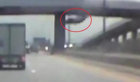 Vídeo: cae con su coche desde un puente y sobrevive