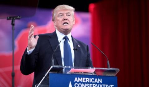 Ford desafía a Trump llevando sus coches a México