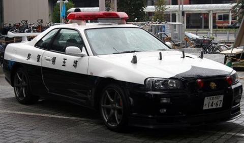 Vídeo: un Nissan GT-R R34 de la Policía japonesa