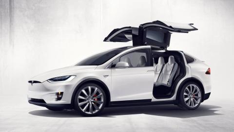 Cinco virtudes y un defecto del Tesla Model X