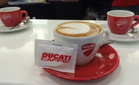 El primer café de Jorge Lorenzo en 2017...con Ducati