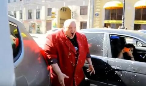Así castigan en Rusia a los que aparcan en doble fila