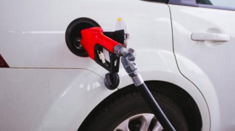 Gasolina y gasóleo arrancan el año en máximos desde 2015