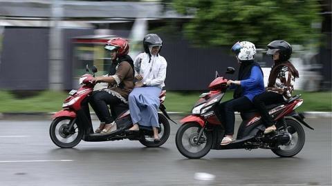 Dos mujeres iraníes, arrestadas por conducir en moto