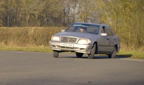 Vídeo: ¿es posible divertirse con un coche de 250 euros?