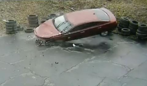 Vídeo: la octava vez que tiene lugar un accidente aquí