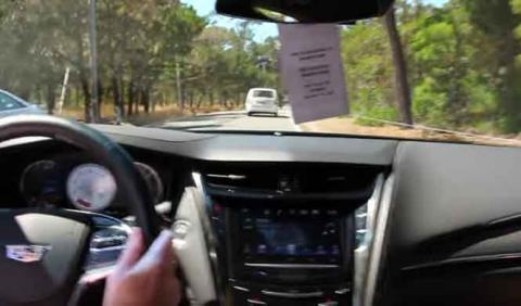 Un comercial de Cadillac casi vuelca un CTS-V en una prueba