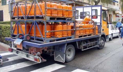 Un kamikaze con un camión de butano atemoriza Barcelona