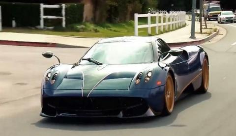 Jay Leno conduce el Pagani Huayra de David Lee