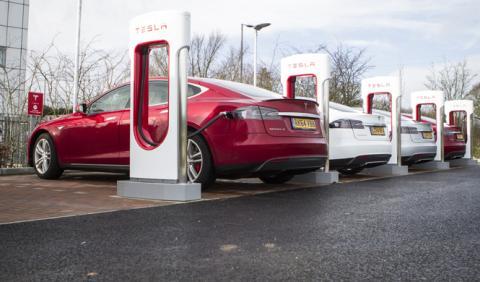Cómo se carga un coche eléctrico