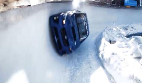 Vídeo: un Subaru WRX STI por un tobogán de hielo