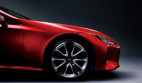 Lexus habla de sus carencias frente al trío alemán