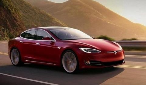 Este Tesla Model S fue entregado con una grieta en el pilar