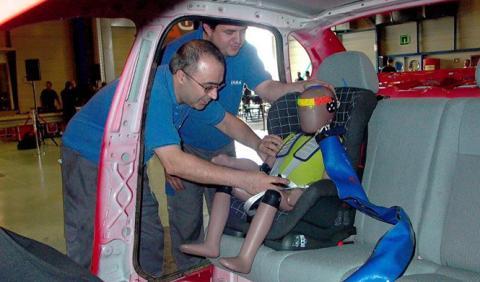 Así se prueba la seguridad de las sillas de coche