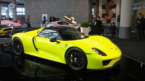 El Porsche 918 Spyder 'Acid Green', a la venta en Dubái
