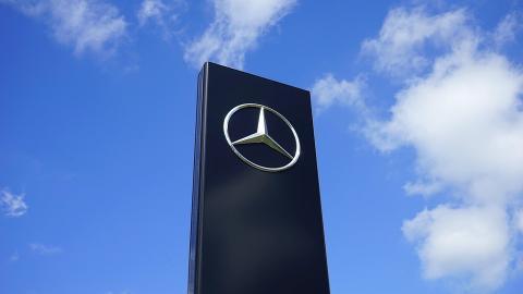 Fiscalía registra Daimler por presunto trucaje de emisiones
