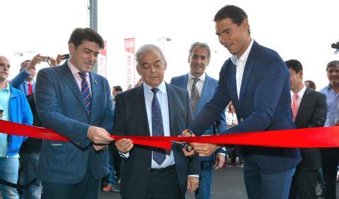 Nadal inaugura el concesionario Kia más grande de Europa
